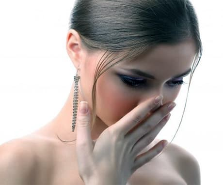 запах изо рта на голодный желудок причины