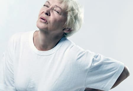 Боль в пояснице при месячных может быть вызвана нерегулярной половой жизнью