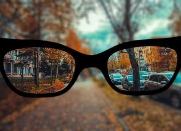 История девушки, которая живет со зрением минус 9. Как она справляется?
