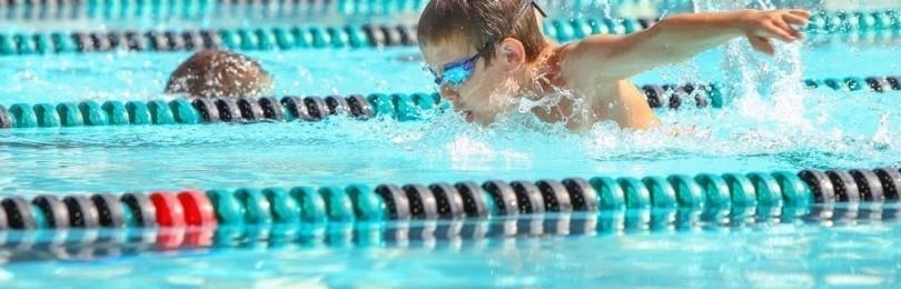 С какого возраста позволительно отдать ребёнка на спортивное плавание
