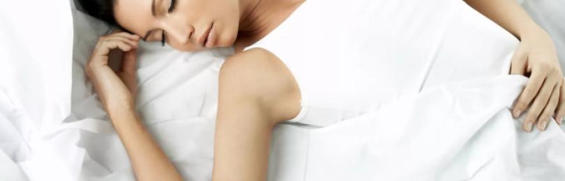 Сон на спине хуже любого алкоголя. Какая поза считается правильной?