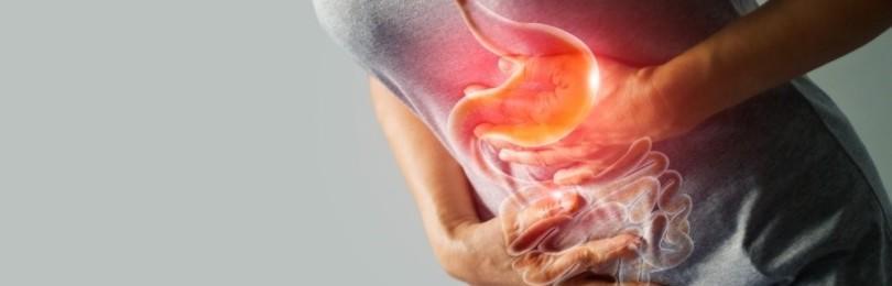Боль в правом боку на уровне пупка — причины и что делать