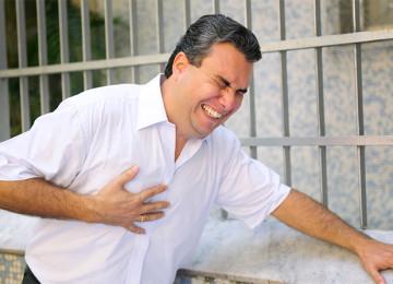 Причина болей в грудной клетке: сердечный приступ или невралгия?