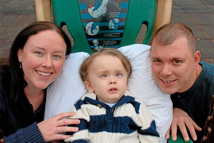 Кэтрин и Аарон Харни из Даунингтауна со своим сыном Натаном, у которого болезнь Тей-Сакса.